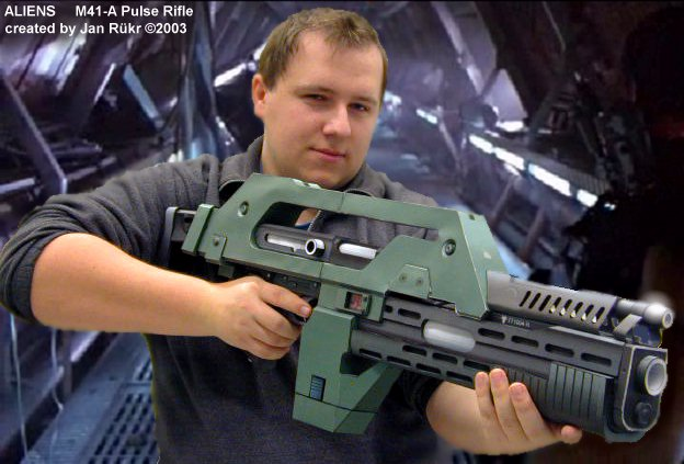 винтовка из бумаги.